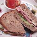 パン・ド・カンパーニュのサンドイッチ