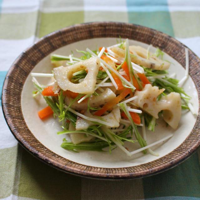 作り置きでさらに美味しくなる♪蓮根と水菜の胡麻サラダ~レシピあり