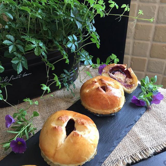 美味しい!!クリームチーズ+手作りブルーベリージャムでちょっとリッチな丸パン ♪♪