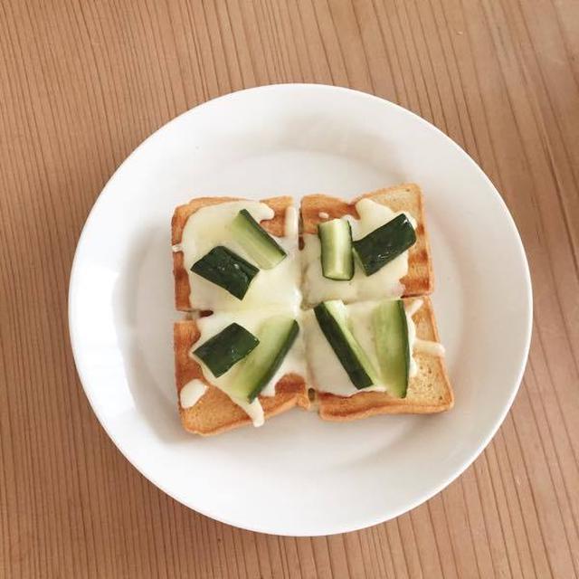 ピクルスのせチーズトースト