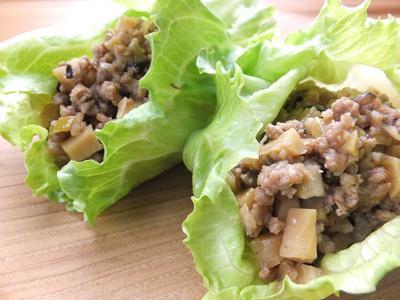 中華風挽肉炒めのレタス巻き