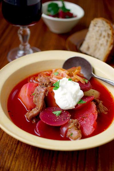 「ボルシチ」のレシピ7選!ロシアの伝統、ビビッドな赤いスープを作ろう!