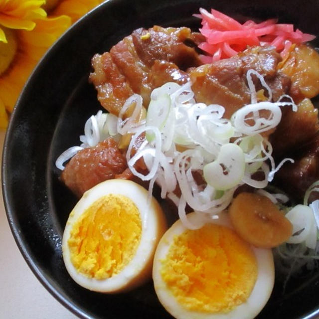 夏のスタミナ丼♡照りよく仕上げる煮卵も同時に完成なにんにく入り豚の角煮♪