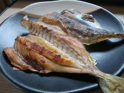 冷蔵庫で、手抜き魚の一夜干し^^