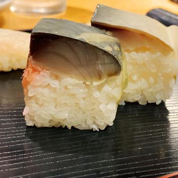 肉厚鯖寿司もご機嫌、錦市場「英」さん