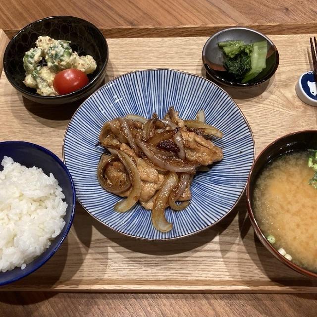 【献立】豚肉と玉ねぎの生姜焼き、じゃがいもと芽キャベツとパプリカのマヨマスタード和え、広島菜漬、豆腐のお味噌汁
