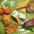 「牡蠣のベーコン巻きフライ ガーリック風味」のオードブル的なプレート  まぐろの漬け  大根の千枚漬け風