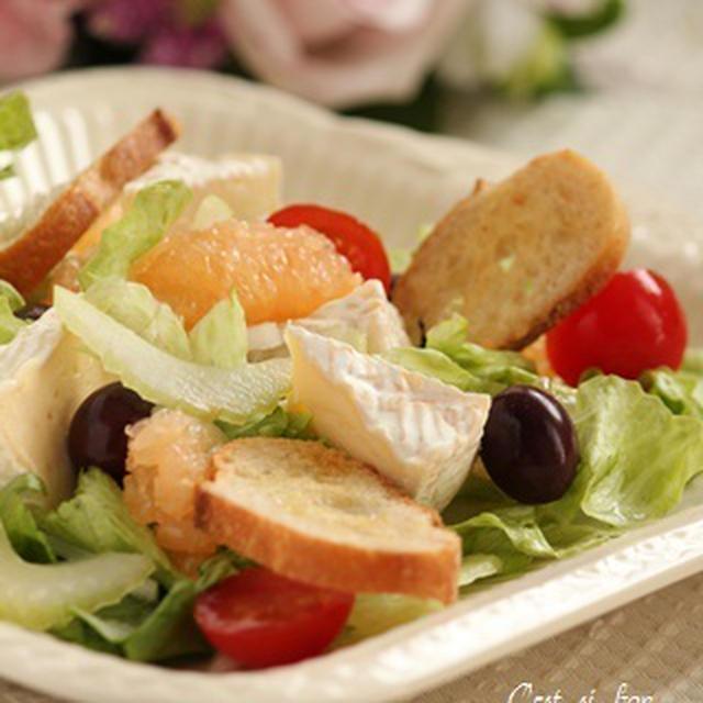 カマンベール・オリーブ・野菜たっぷり南欧風サラダ♪味わいすっきりトマトドレッシング