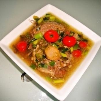 牛テールとプチトマトのスープ