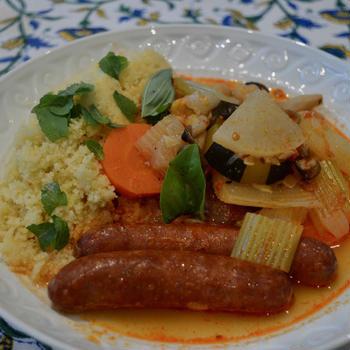 豆と野菜の煮込み、ソーセージとクスクス