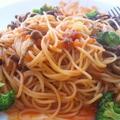 なめこブロッコリのミートスパ マ・マー早ゆで2分スパゲティ1.4mm&トマトの果肉たっぷりのミートソース