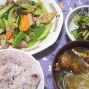 昨日の夕飯(4/24):キュウリとセロリ、豚肉の炒め物他