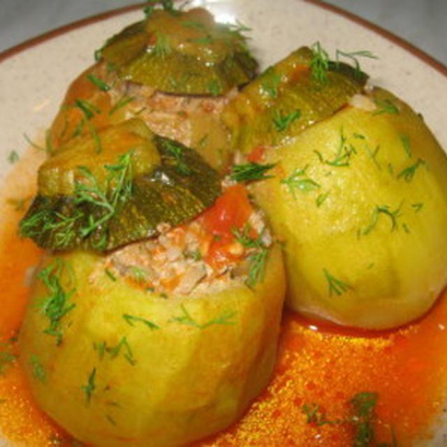 ズッキーニのドルマ(挽肉入りの詰め物)