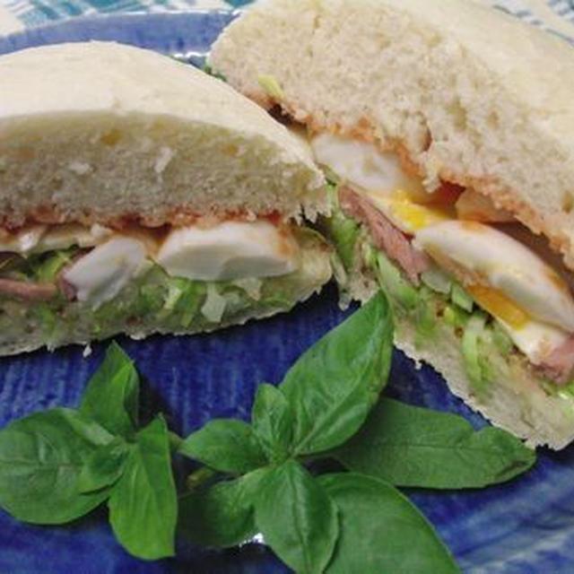 粉から作って40分でできあがり♪ スパムとキャベツの温サラダチーズ玉子サンド