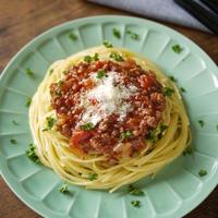 夏にオススメ!|スタミナレシピ|スパイスでおいしく食べてパワーアップ!絶品スタミナ料理|【スタミナミートトマトソースでパスタ】