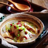 鶏もも肉のサムゲタン風鍋・モランボン水炊き味