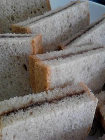 朝食 『ライ麦パン チョコサンド』