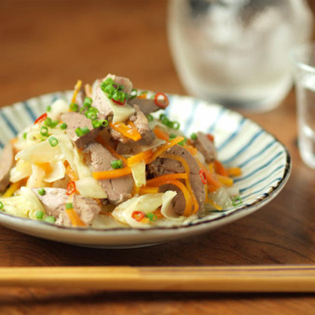 鶏肝オイル煮とキャベツの甘酢和え