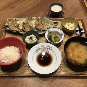 【献立】焼き餃子、長芋ポン酢、きゅうりのナムル、大根とツナのマヨサラダ、豆腐のお味噌汁、濁り酒