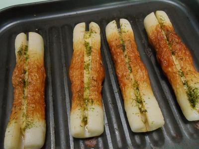 ちょっと小腹がすいた時に熱々をガブリ! チーズちくわの磯辺焼き