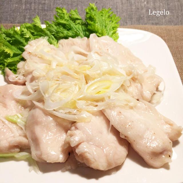 ぷりぷり鶏胸肉とたっぷり白ネギ+ゴマ油 ♪白だしで簡単おかず