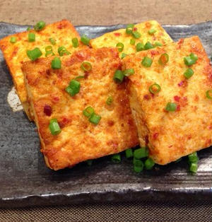 豆板醤のピリ辛が食欲をそそる!豆腐の豆板醤焼き
