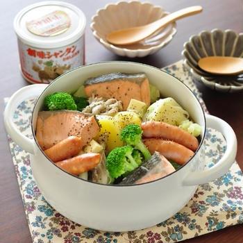 気温が下がってきたらコレに決まり!【鮭とじゃがいもの塩バター海鮮鍋】