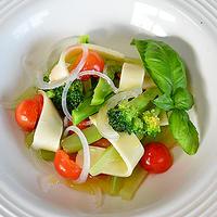 洋酒をまとった濃香チーズ ☆ 野菜&サクランボのサラダ