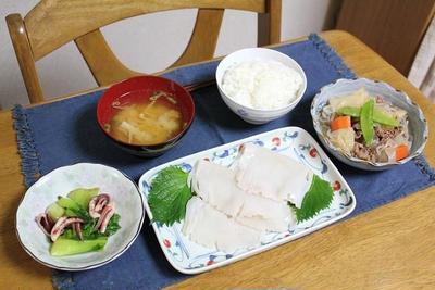 肉じゃがとイカ刺しとチンゲン菜とイカのオイスター炒めでうちごはん(レシピ付)