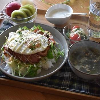 【レシピ】ちゃーっと簡単✳︎食べやすい朝ごはん✳︎焼肉ダレdeベーコンエッグ丼