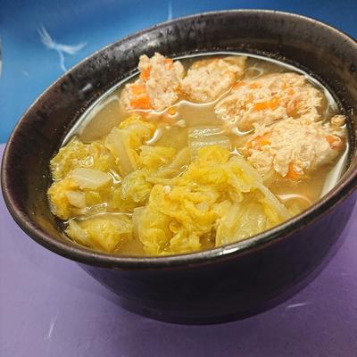 白菜と鶏胸ミンチのヘルシースープ