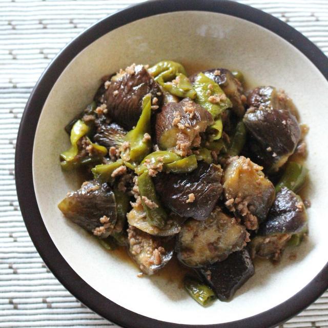 [レシピ]鍋一つで!なすと甘唐辛子のそぼろ炒め煮