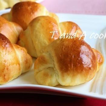 簡単で美味しいパンレシピ ふわふわでもっちりロールパン