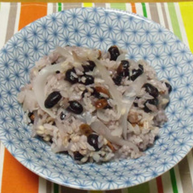 たまねぎ食堂Vol.93(中華料理)  玉ねぎと煎り黒豆のごはん