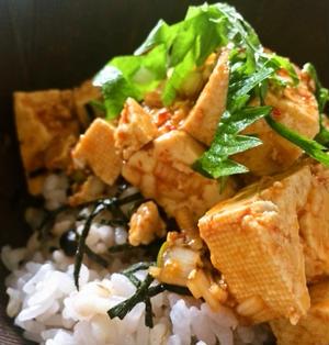 手作りダレで作る。簡単ウマイ「ピリ辛豆腐丼」