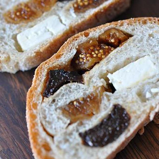 ドライフルーツとクリームチーズのテリーヌ風ライ麦パン