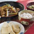 【和食の朝ご飯】豚肉と蕗の甘辛炒め煮/高野豆腐の煮付け/根菜と豆腐の味噌汁。
