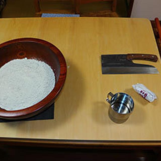 蕎麦打ちの練習をする、カフェで年越し蕎麦だせるかな