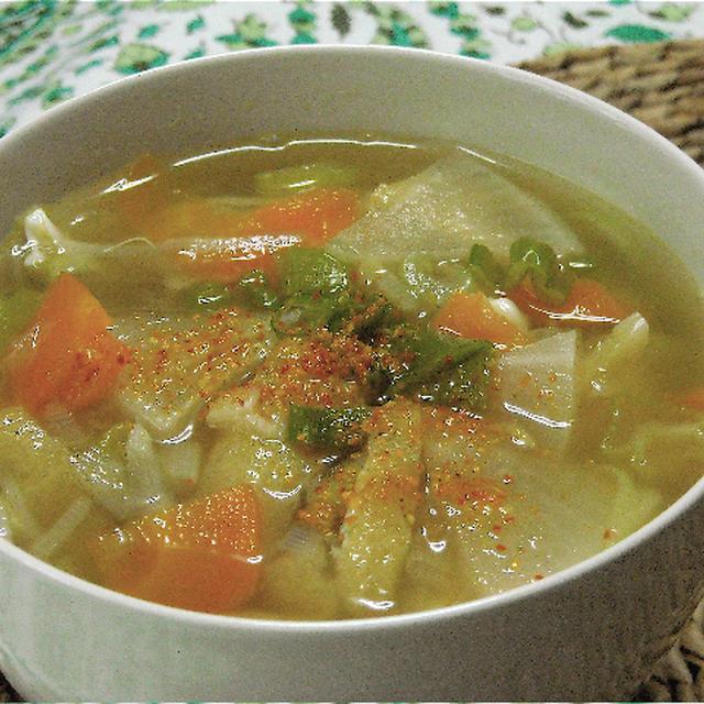 たっぷり野菜と生姜でポカポカ具沢山汁。