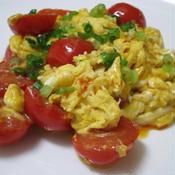 トマトと卵炒めラー油かけ