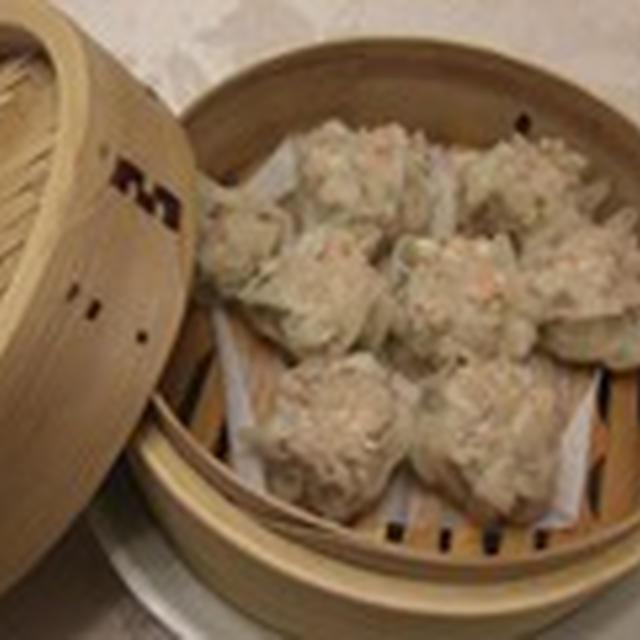 遅い時間の軽めの中華 エビシュウマイ 豆苗のトーチジャン炒め 鍋で炊いたインディカ米