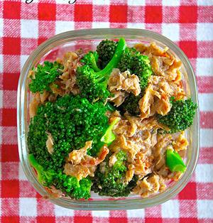 野菜がモリモリいける!お弁当の彩りにも♡『ブロッコリーの梅ツナ和え』《簡単*節約*作り置き*お弁当》