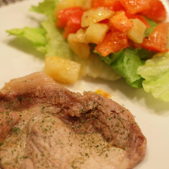 豚肉のソテー トマトとじゃがいものサラダ添え