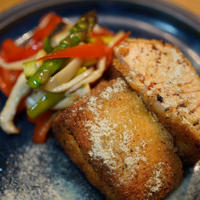スパイス香る鮭フライとマリネ野菜