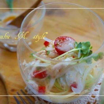 レンジで簡単!蒸し鶏のグラスミニパスタ~豆乳中華ソース