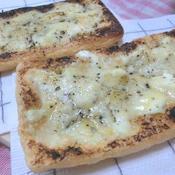 2種のチーズでわさび入り油揚げピザ