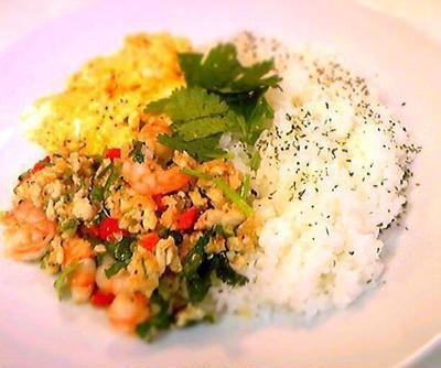 海老とパクチーのアジアンご飯。