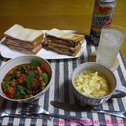 【夕食】サンドイッチ(かつサンド・ハムサンド)・チキンのトマト煮込み…