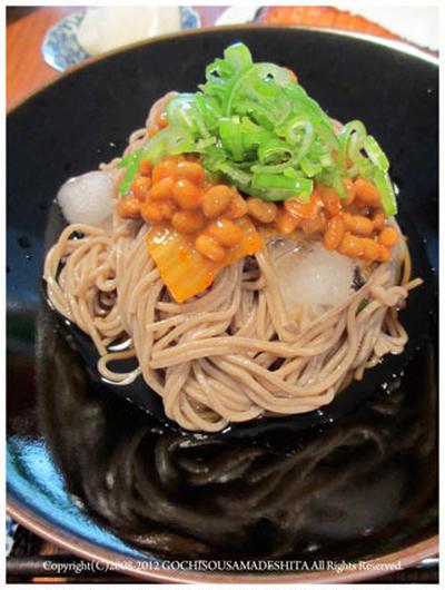 ひんやりキムチ納豆蕎麦
