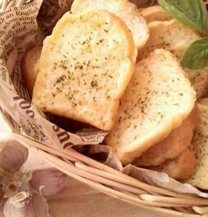 ガーリックラスク《残ったパンでもOK・パーティーやおつまみに》